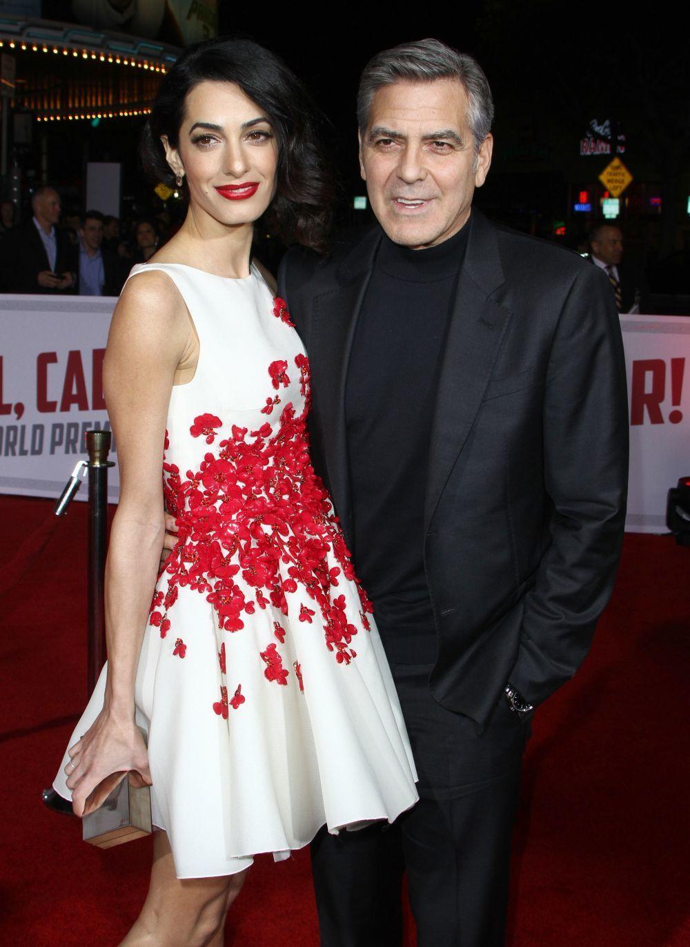 George Clooney y Amal Clooney durante un estreno.