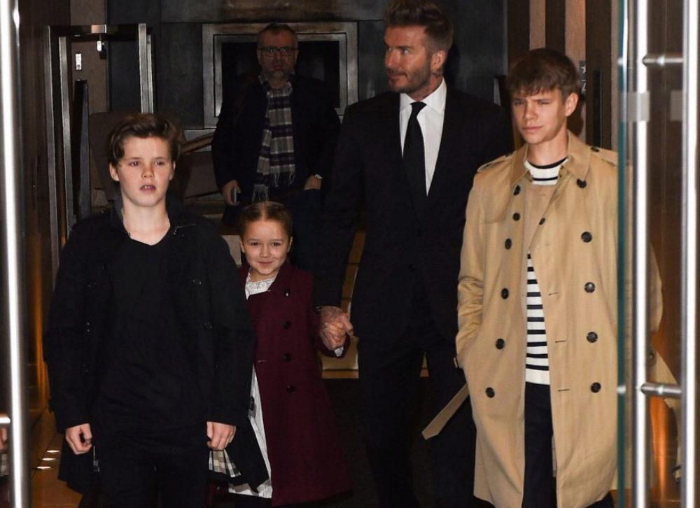 David Beckham y sus hijos Romeo, Cruz y Harper en Nueva York....