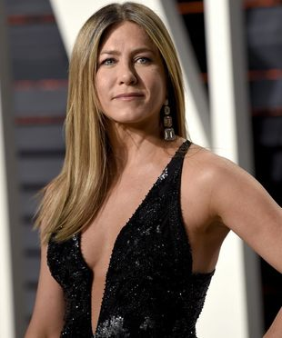 Jennifer Aniston luce una piel, una melena y una silueta espectacular...