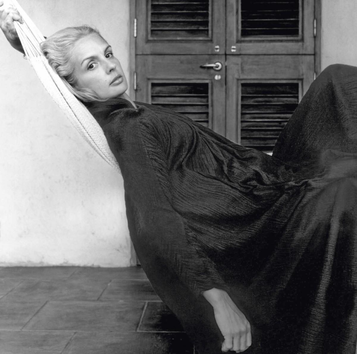 Carolina Herrera en 1976 en la isla de Moustique.