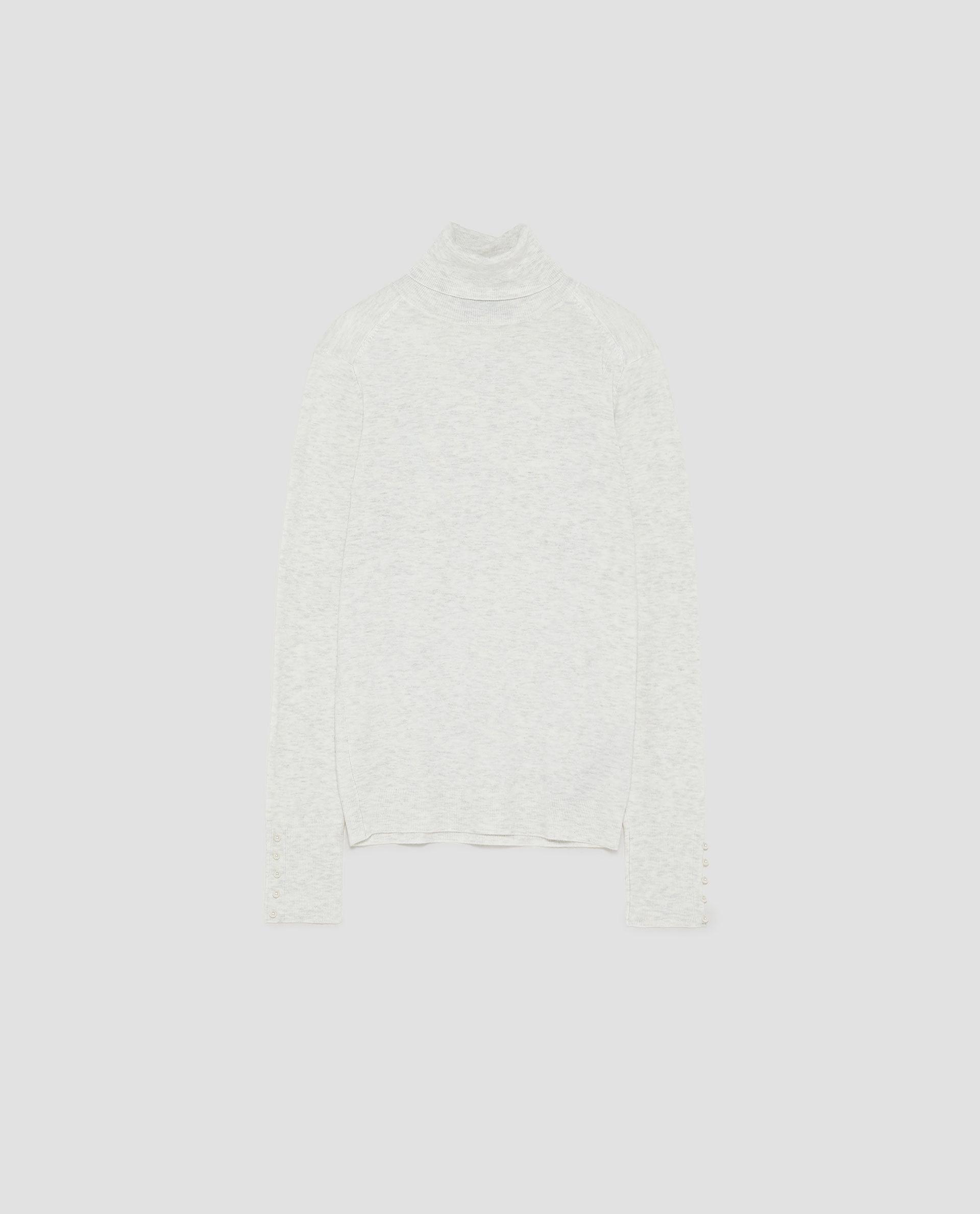 Jersey de cuello alto en gris claro, ZARA (19,95 euros)