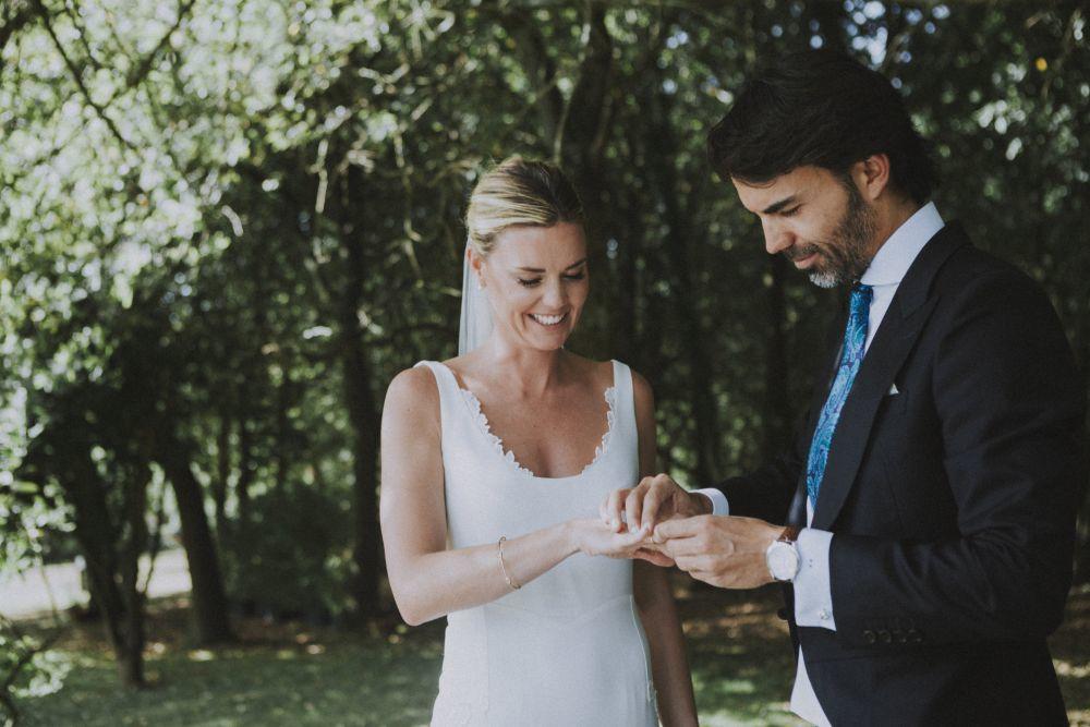 Kate y Rodrigo se casaron en una ceremonia civil al aire libre en el...