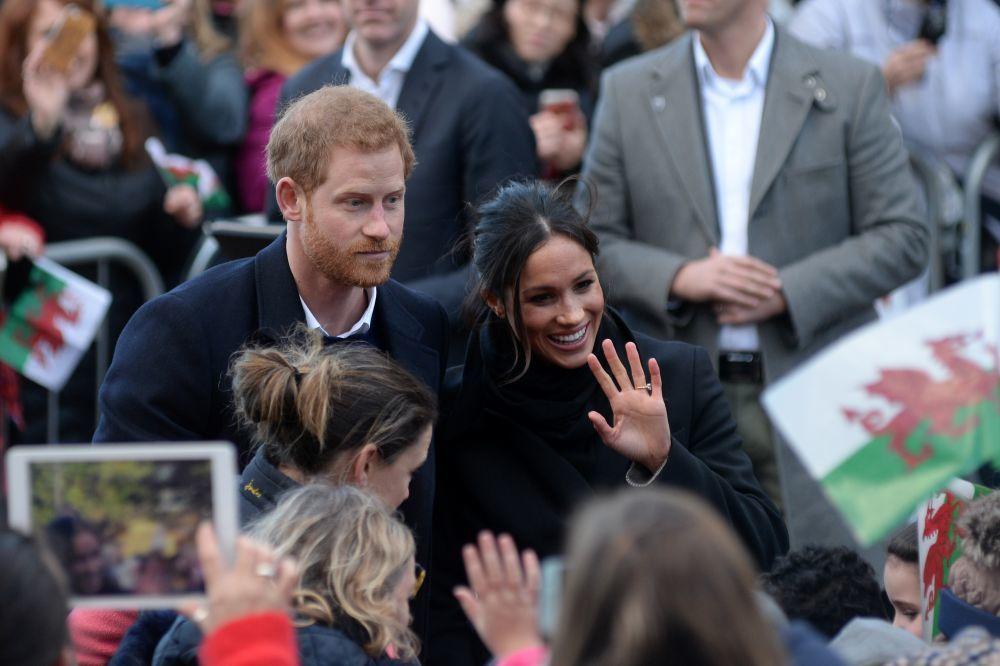 Los británicos han demostrado su cariño a  Harry y Meghan.
