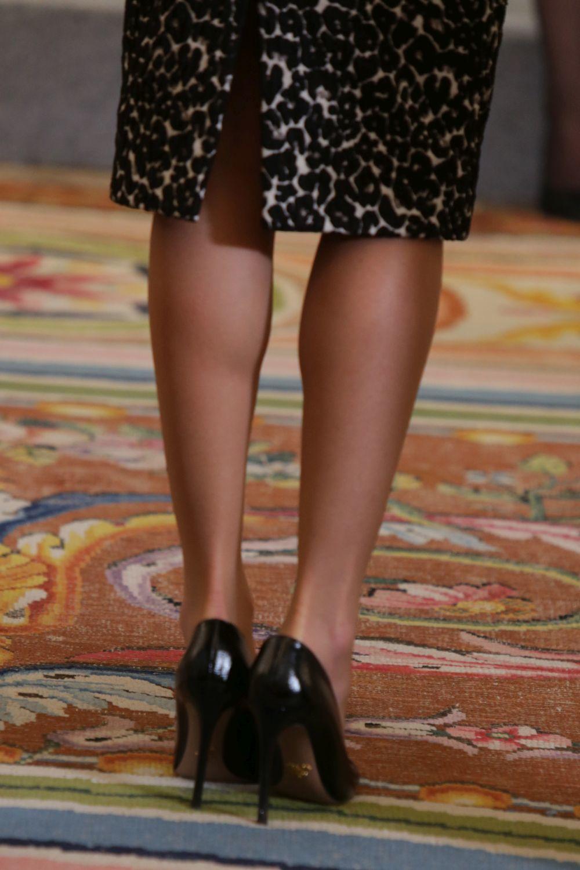 La Reina recurre al contouring corporal para lucir piernas bronceadas...