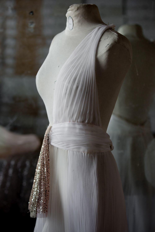 """Proceso de creación del vestido """"Songe"""" de Dior."""