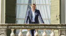 Mario Moretti Polegato en el balcón posterior de su palacio Villa...