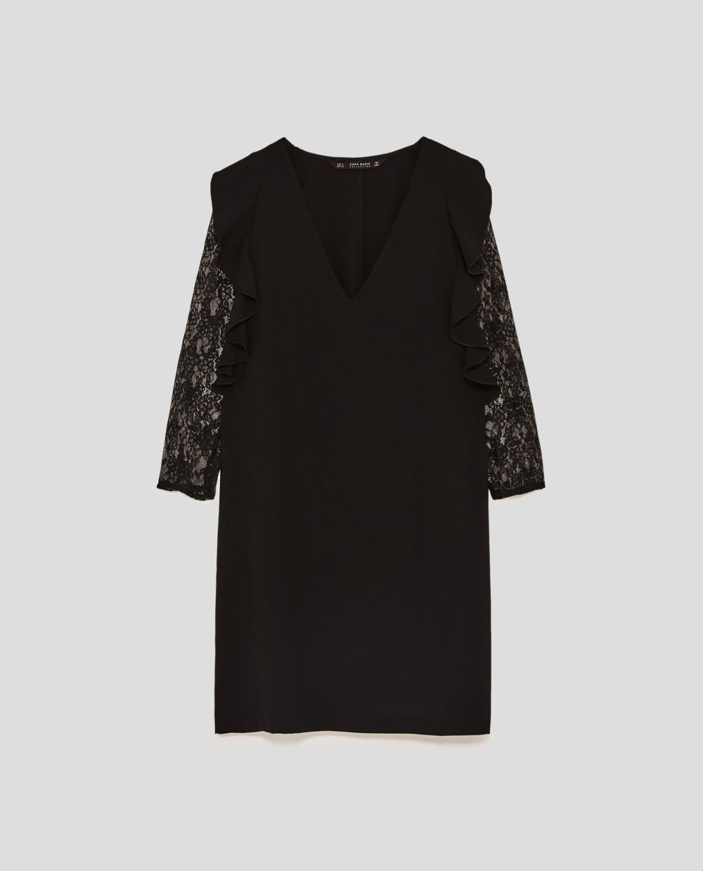 Vestido con mangas de encaje de Zara (29,95 euros)