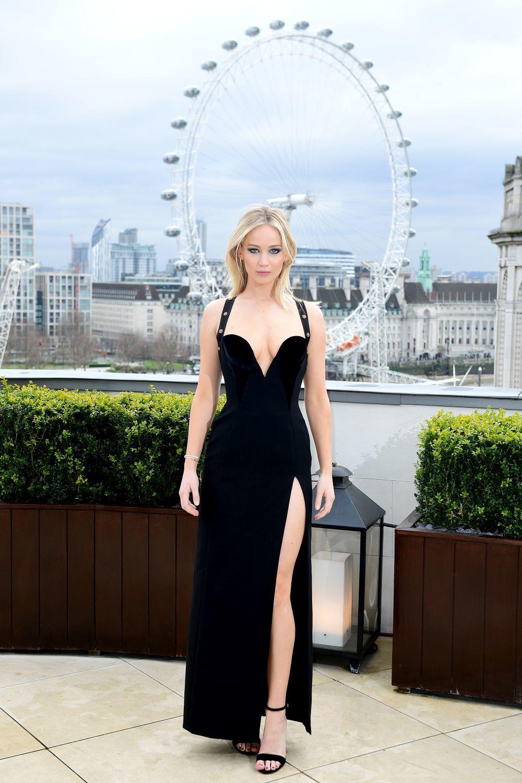 Jennifer Lawreence vestida de Versace