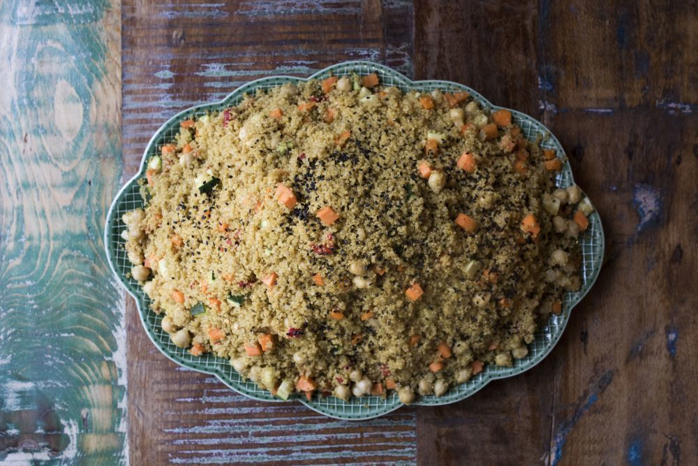Ensalada de quinoa orgánica aderezada con gomasio.