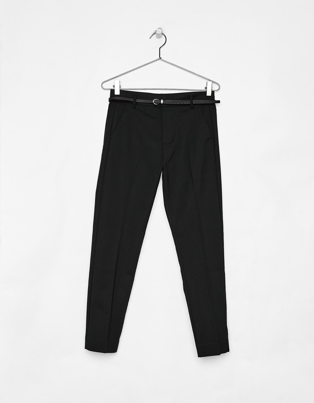 Pantalón negro de Pull&Bear (19,99 euros)