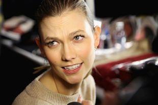 Ni siquiera la top Karlie Kloss escapa a las arrugas de expresión de...