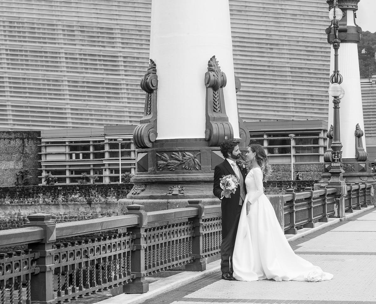 Sara y Ángel se casaron en un emblemático hotel del centro de...