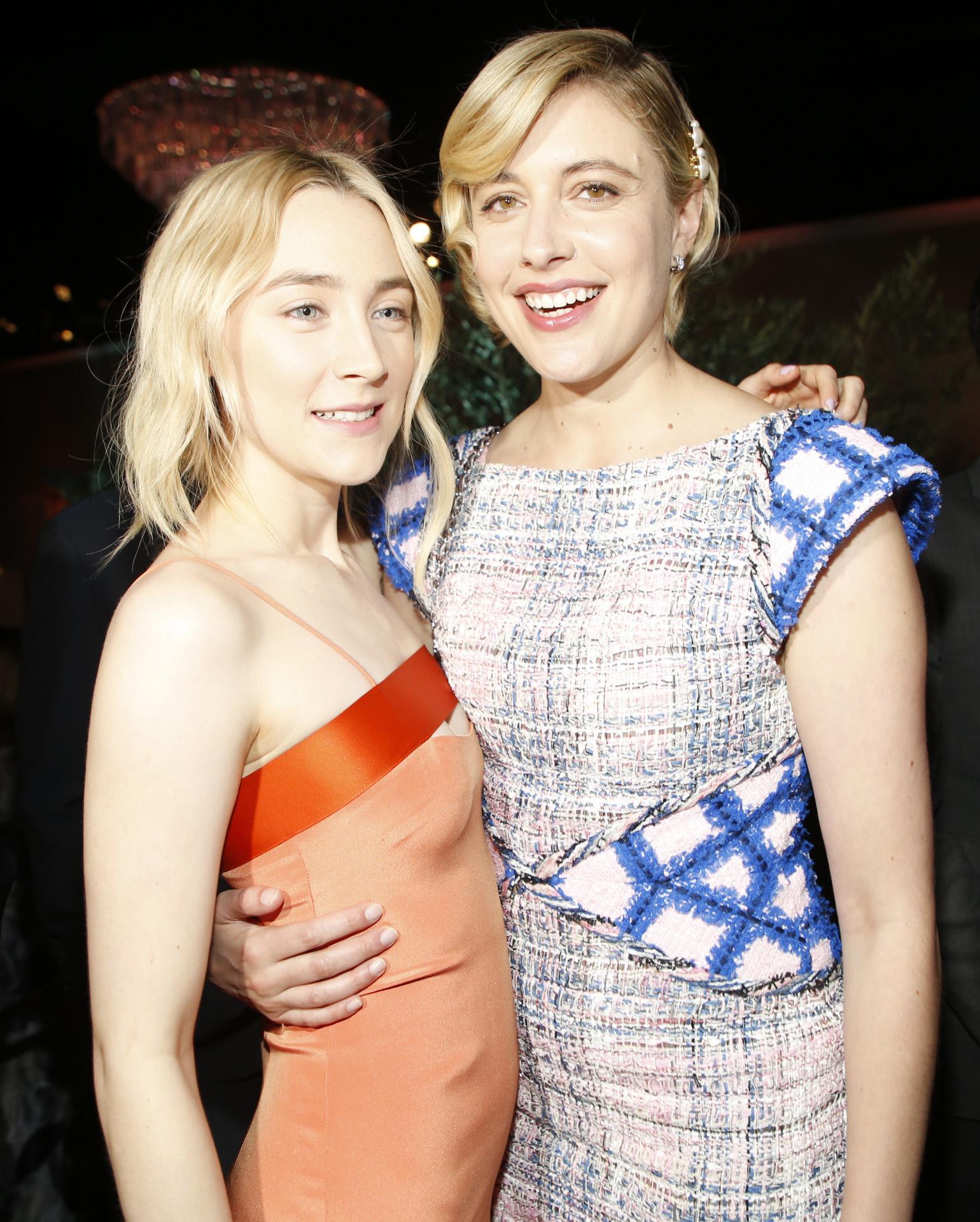 """Saoirse Ronan junto a la directora de """"Lady Bird"""", Greta Gerwig."""