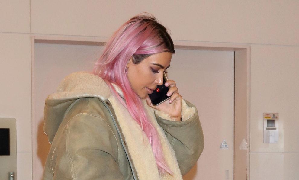 Kim Kardashian con su último cambio de look: melena rosa.