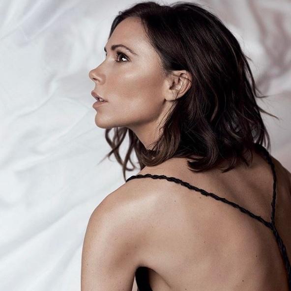 Victoria Beckham comparte sus trucos de belleza y productos favoritos.