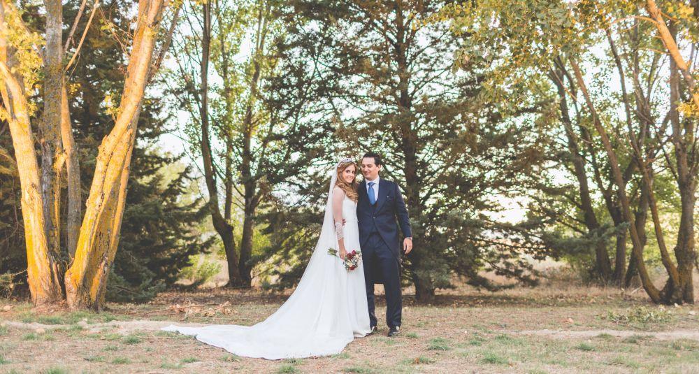 Cintia y Gonzalo se casaron en una boda de aires rústico, oficiada en...