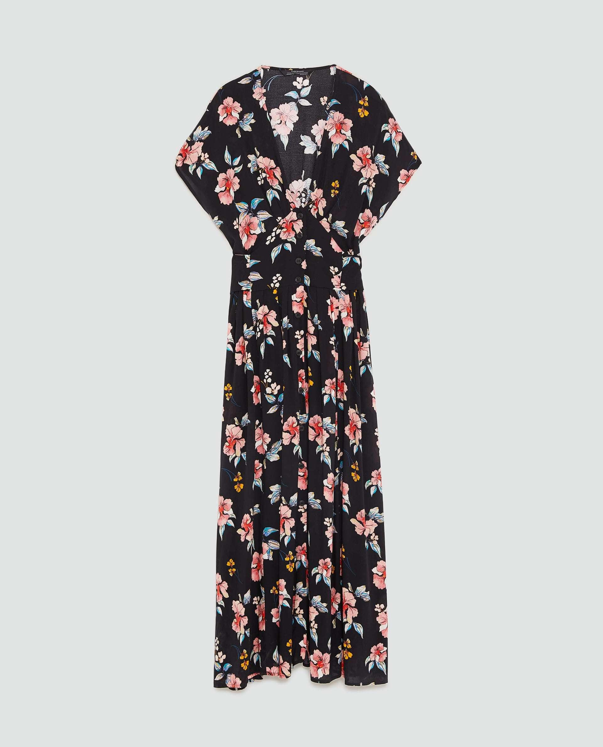 Vestido de flores de Zara(39,95 euros)
