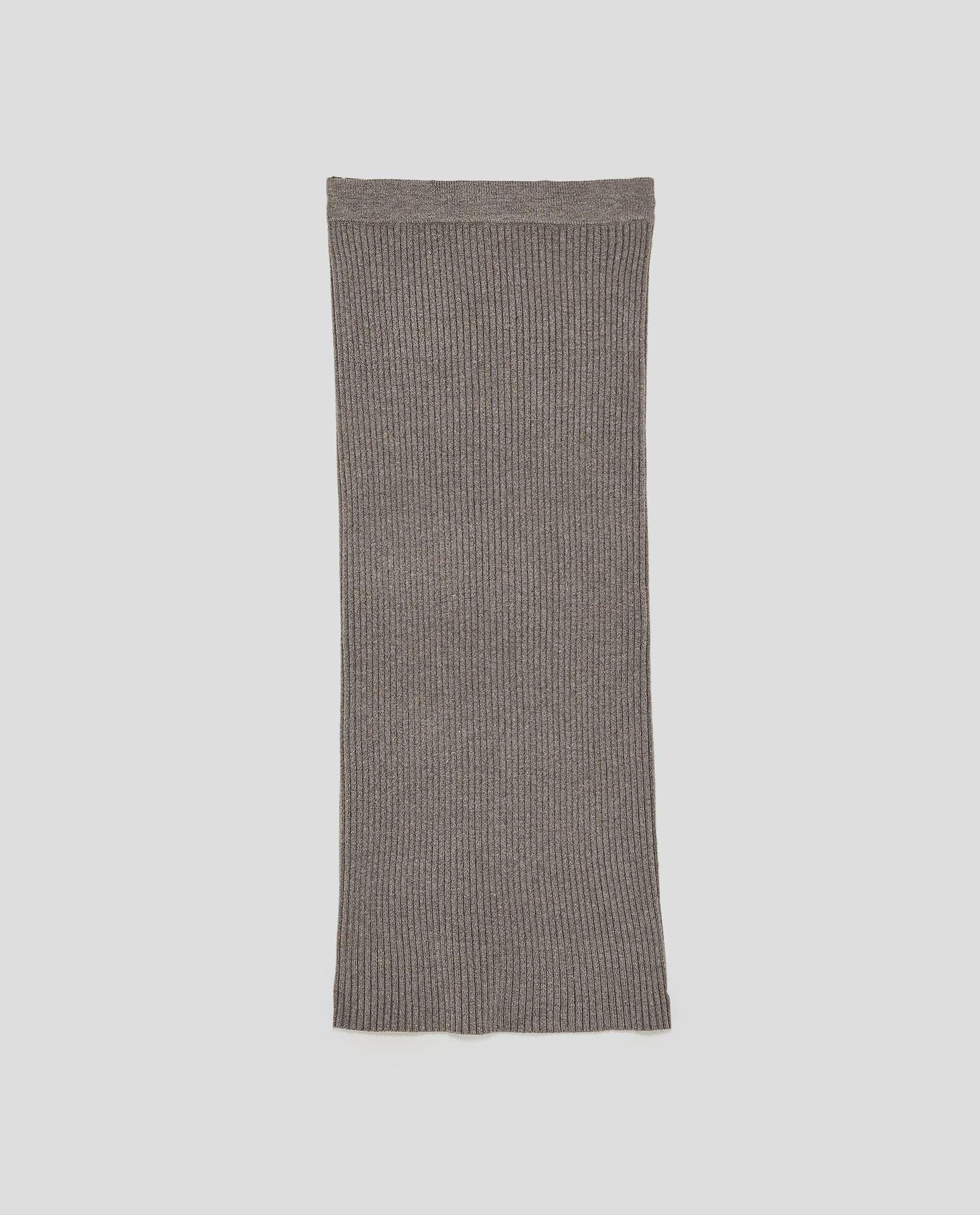 Falda de canalé de Zara (29,95 euros)