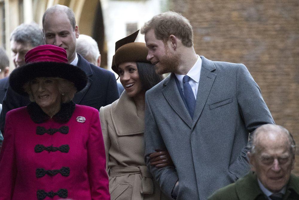 Camilla junto al  príncipe Harry y Meghan en las celebraciones...