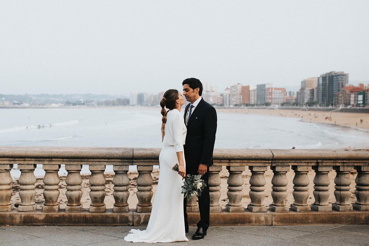 Ana y David se casaron en Gijón, en una boda sencilla y elegante...