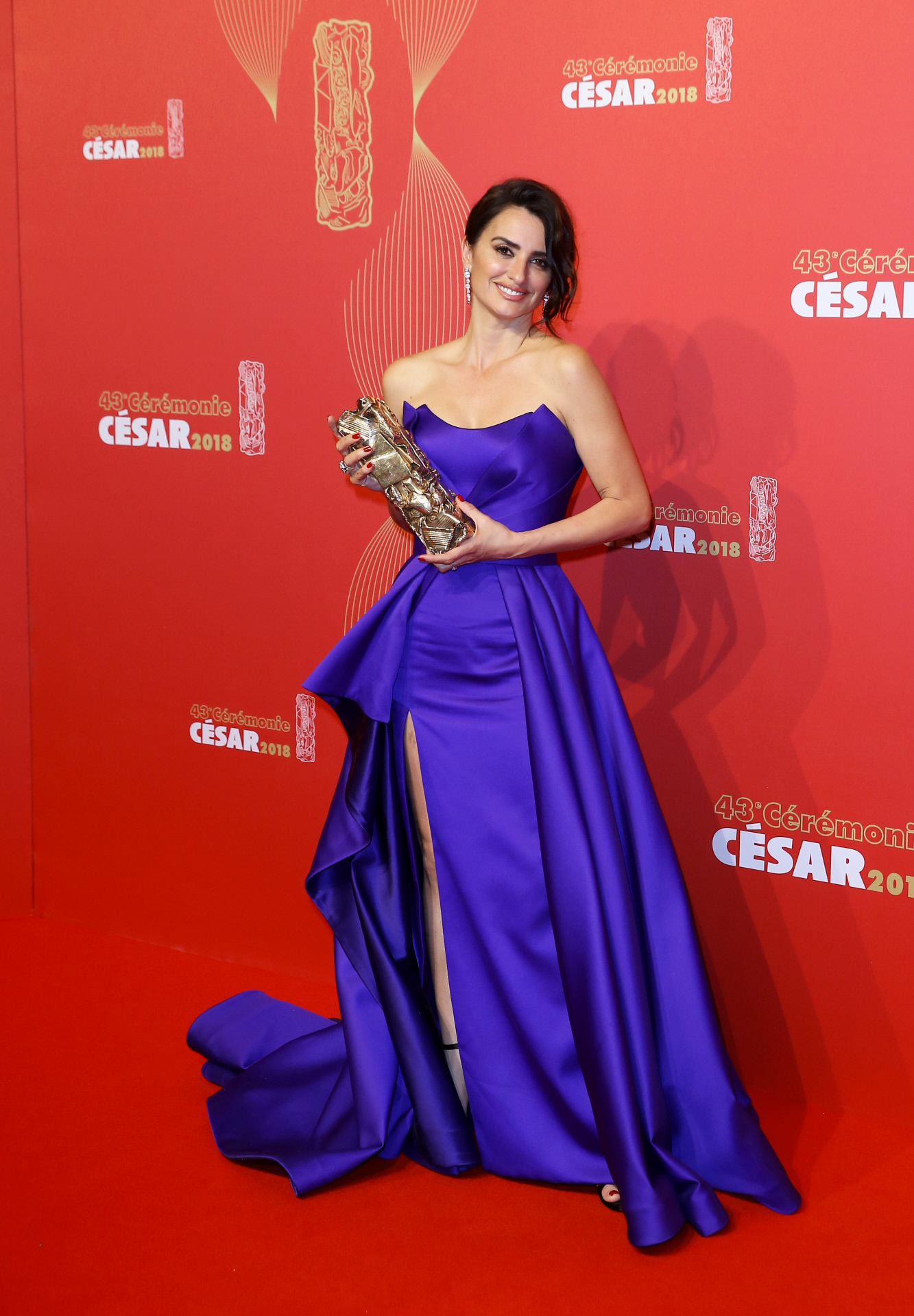 Penélope Cruz con vestido de Versace recoge el César de Honor 2018