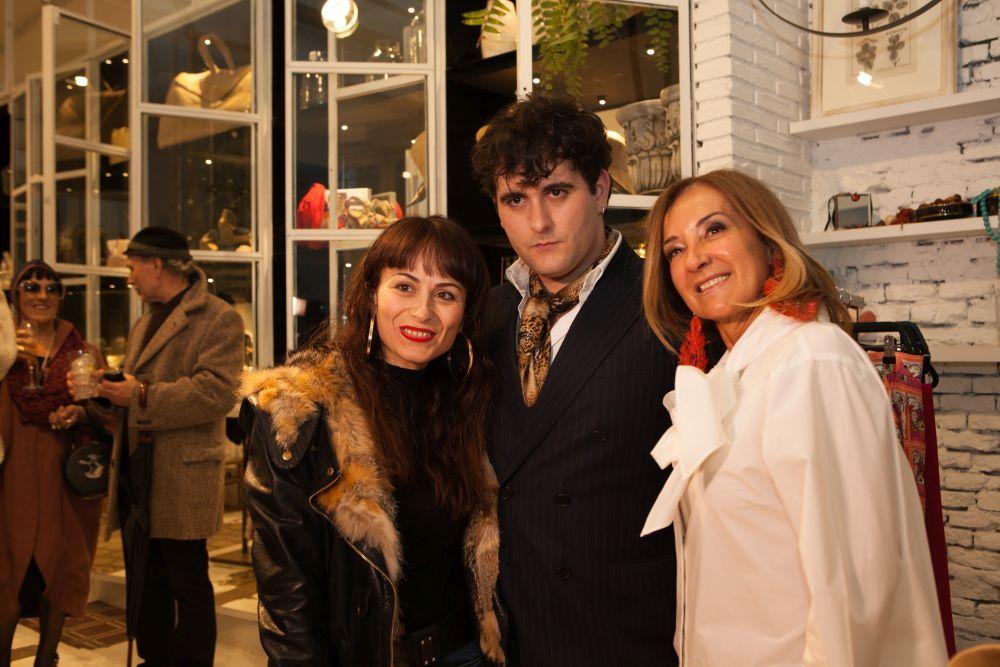 Los diseñadores María Escoté y Alejandro Gómez Palomo y la...