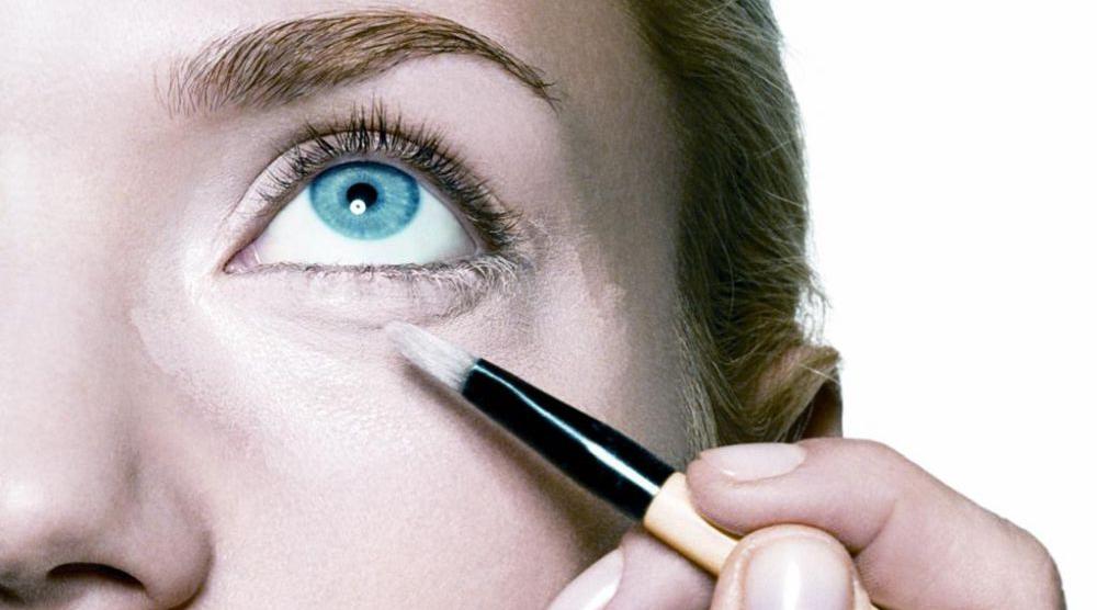 Lección de maquillaje: cómo maquillar el contorno de ojos.