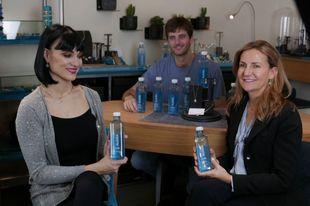 Irene Villa con Mar Aldaguer, fundadora de Coolook y Antonio Espinosa,...