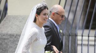Alessandra de Osma acompañada de su padre, Felipe de Osma en su boda...