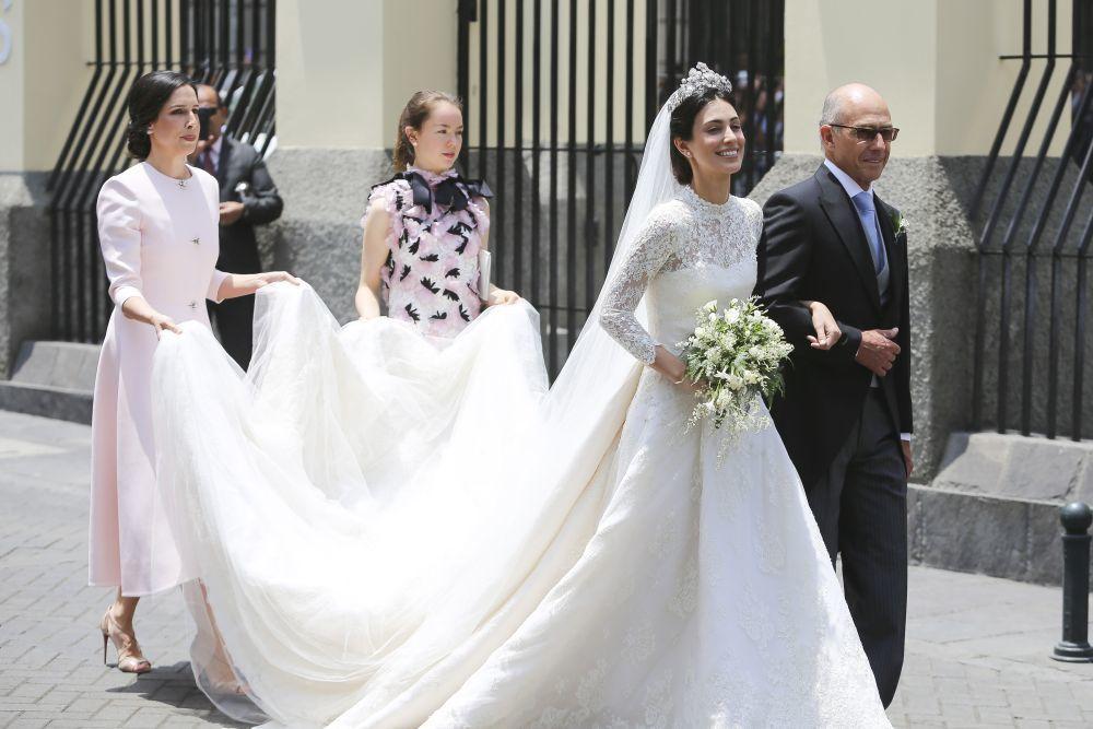 Descubre la boda de Alessandra de Osma y el príncipe Christian de...
