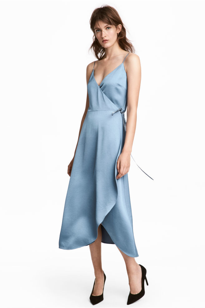 Vestido de raso de H&M (29,99 euros).