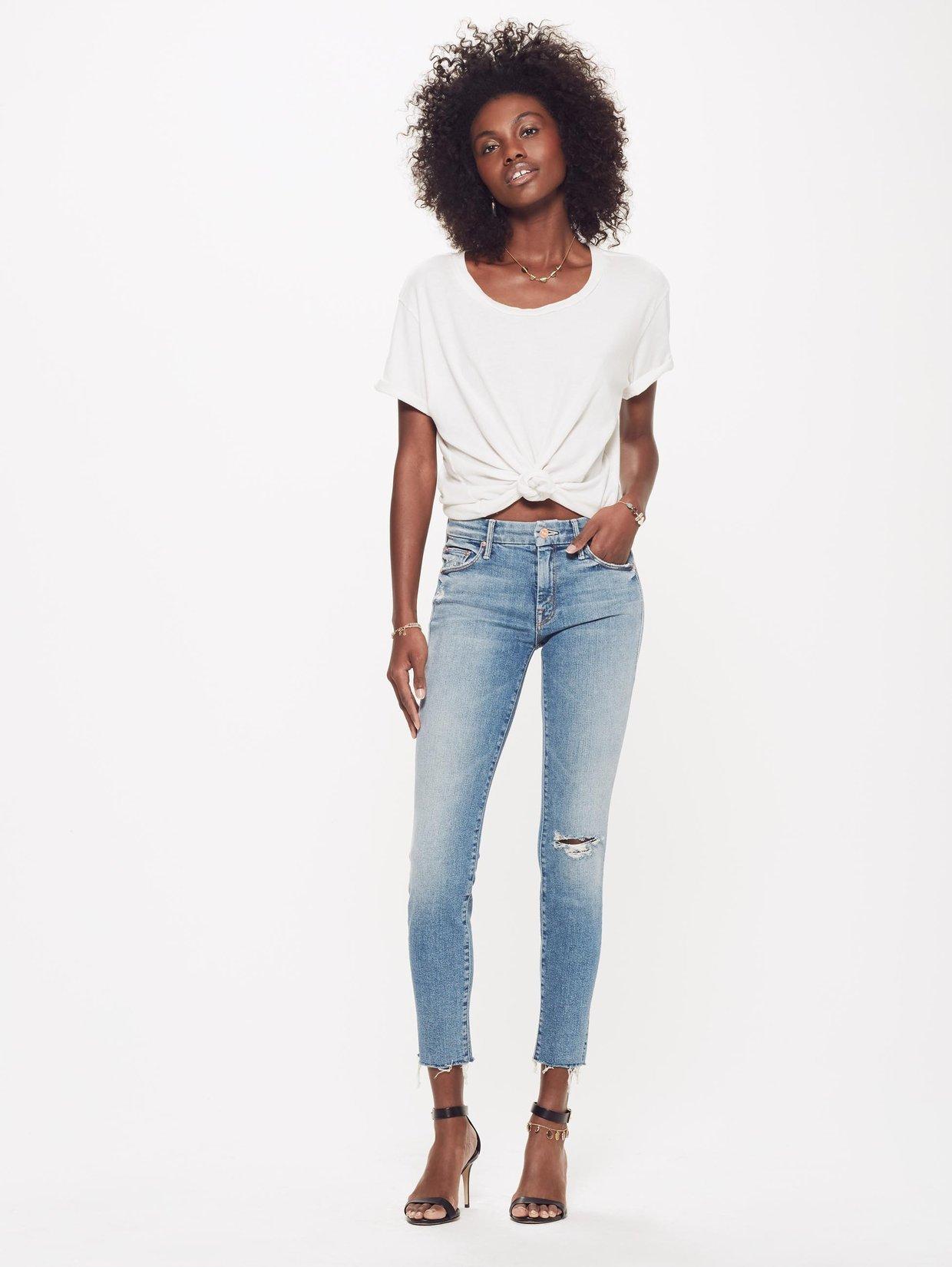 El modelo Looker Ankle Fray, de la marca Mother, lucido por Meghan...