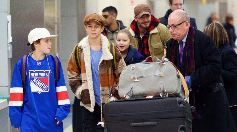 La familia Beckham viaja casi al completo.
