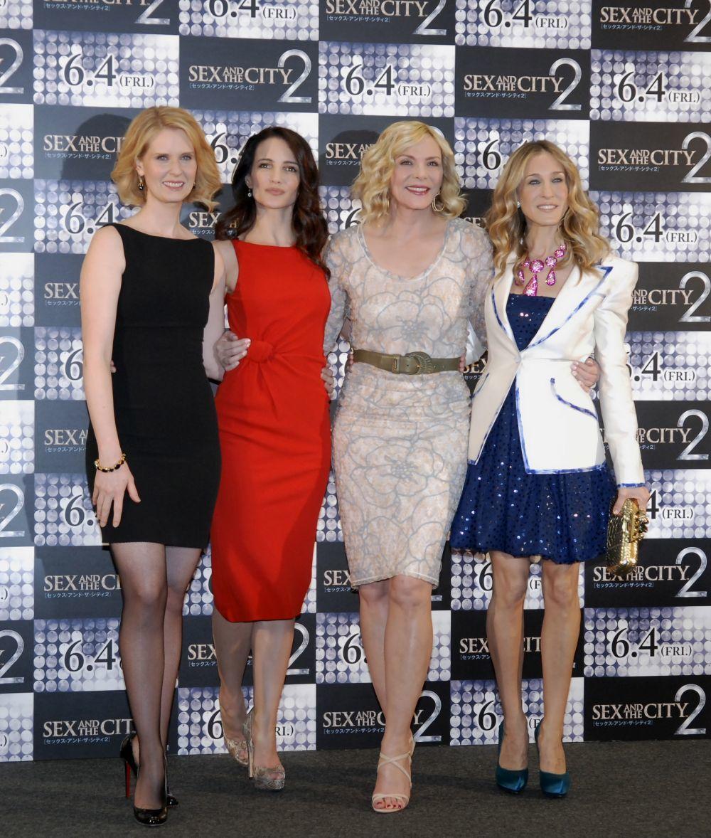 """La actriz Cynthia Nixon con sus compañeras de """"Sexo en Nueva York""""."""