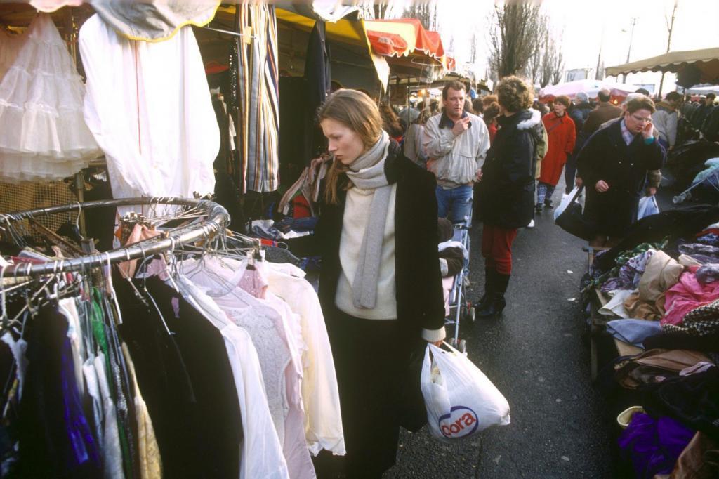 Kate Moss en un mercadillo de París, 1993.