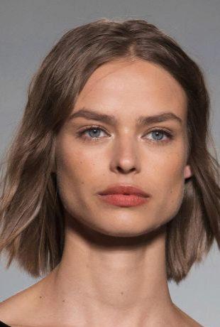 La modelo suiza Birgit Kos desfilando para Sonia Rykiel para esta...