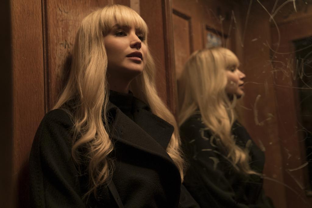 """Jennifer Lawrence en la película """"Gorrión Rojo"""""""