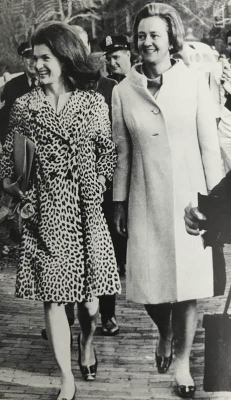 Kay Graham con su amiga Jackie Kennedy.