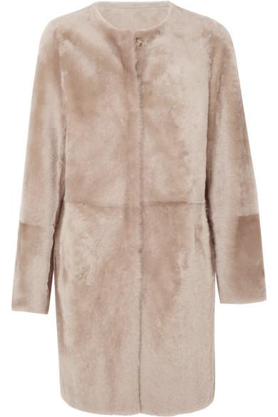 Abrigo nude de Yves Salomon (2.900 euros)