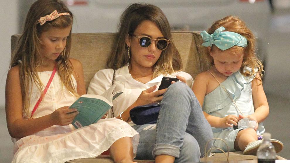 Jessica Alba junto a sus hijas, Honor y Haven.