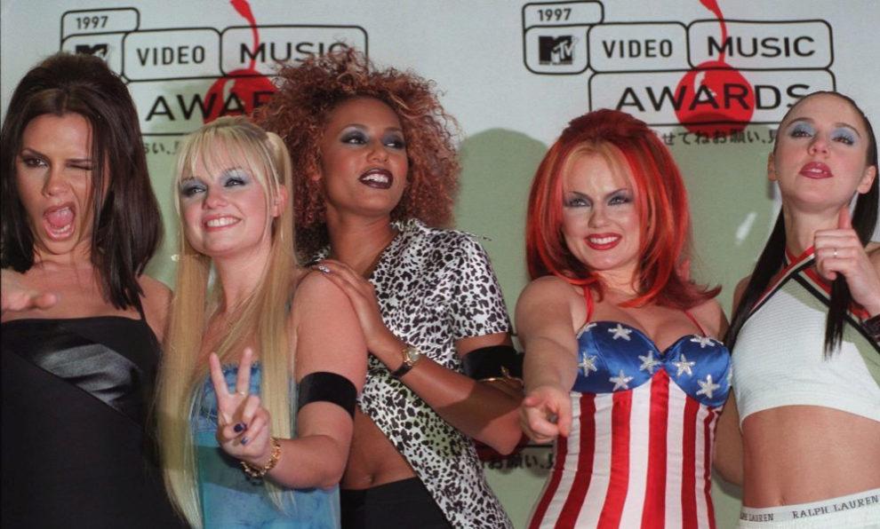 Las Spice Girls al completo: Victoria, Emma, Mel B, Mel C y Geri.