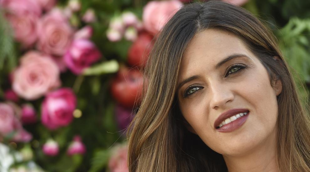 Sara Carbonero presume de piel y pelazo.