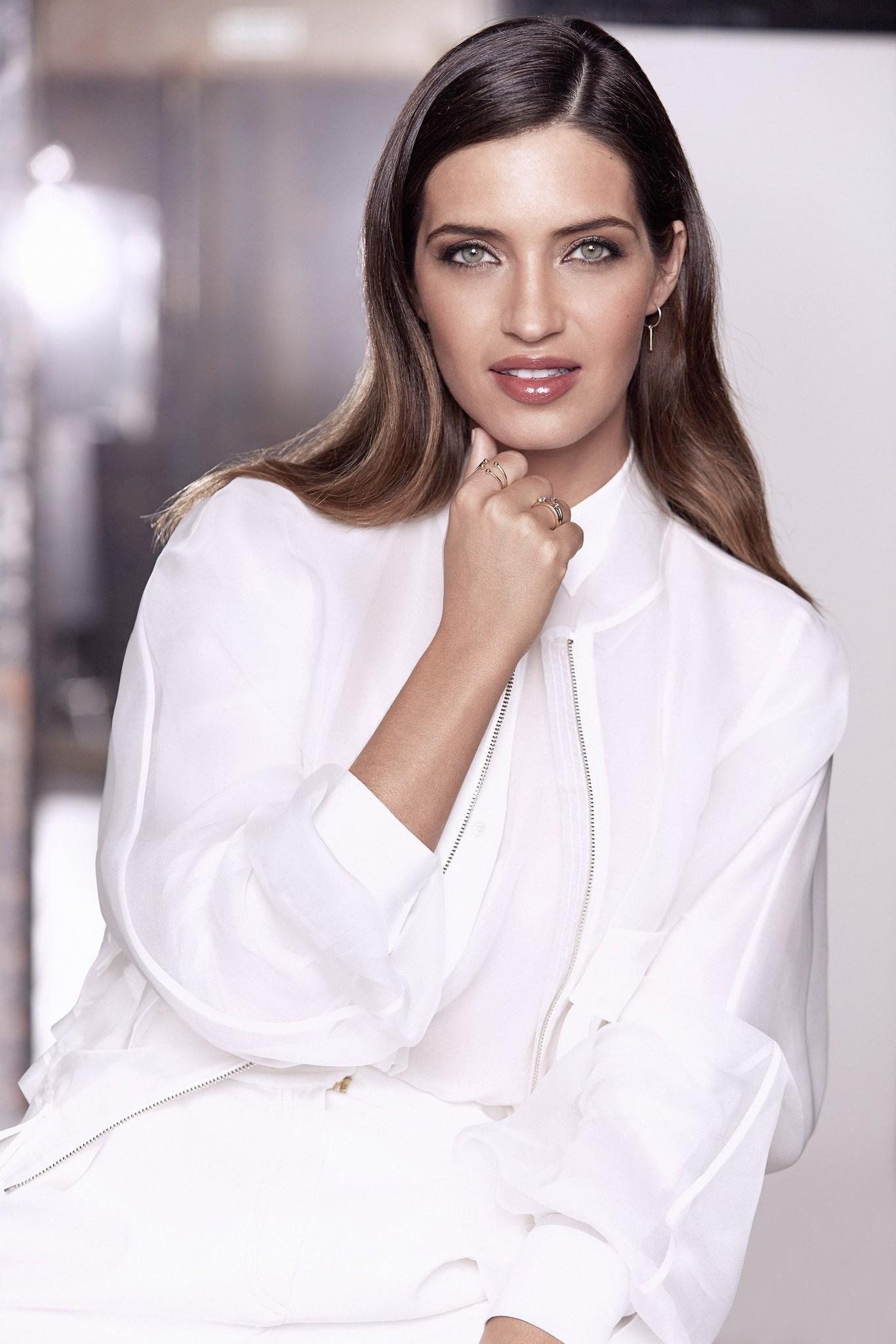 Imagen de Sara Carbonero como nueva embajadora de L'Oréal, con un...