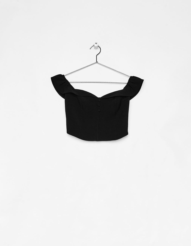 Top con escote bardot en color negro de Bershka.