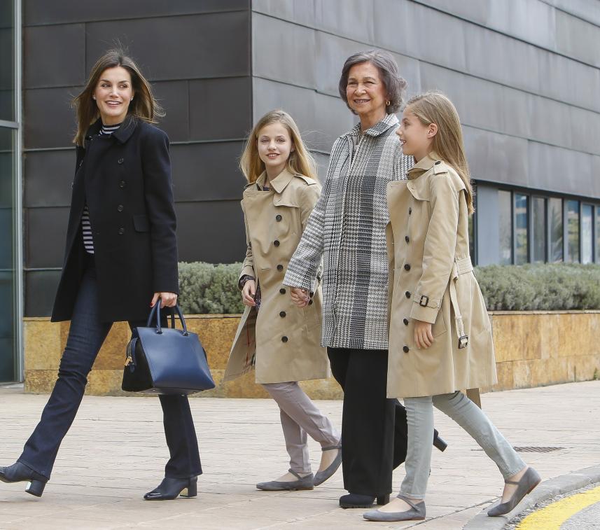La reina Letizia, La reina Sofía, y las princesas Leonor y Sofía.
