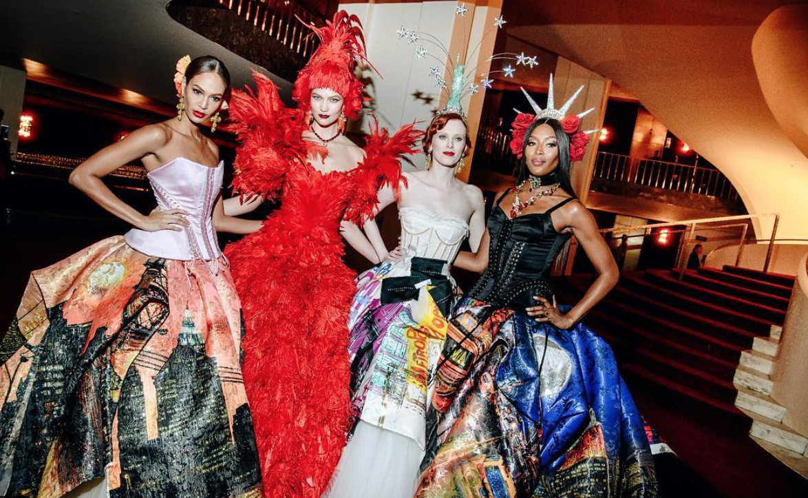 Karlie Kloss, Karen Elson y Naomi Campbell volvieron a desfilar para...