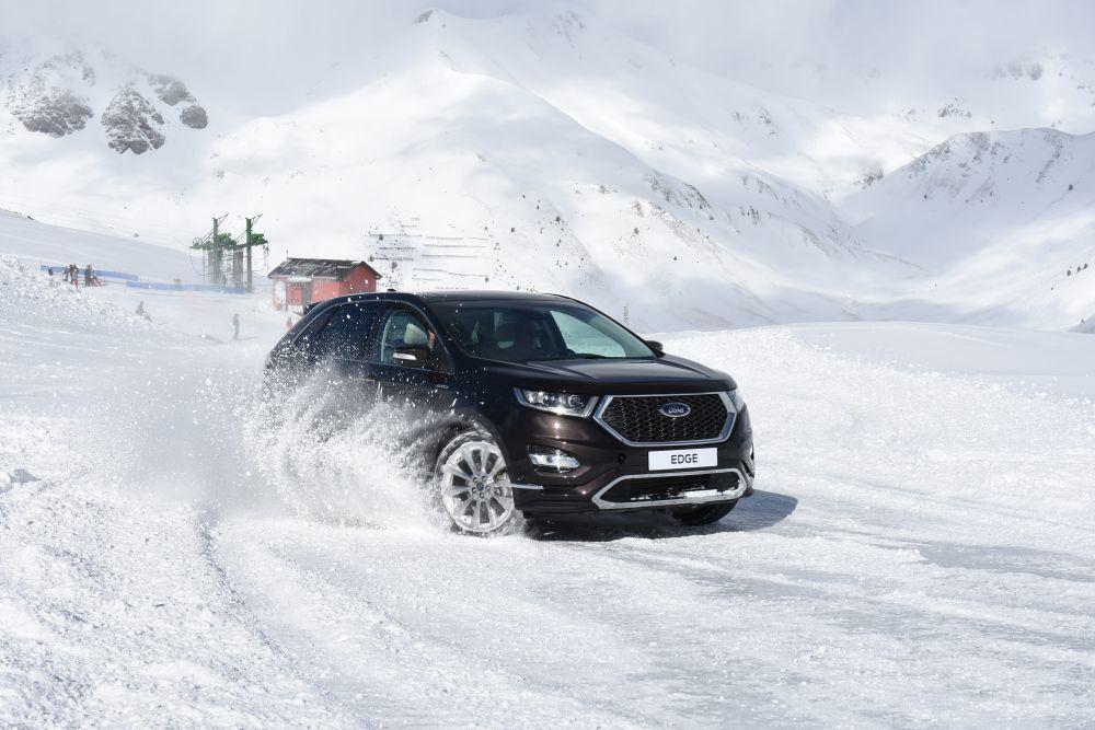 Ford te enseña a conducir sobre agua o nieve.