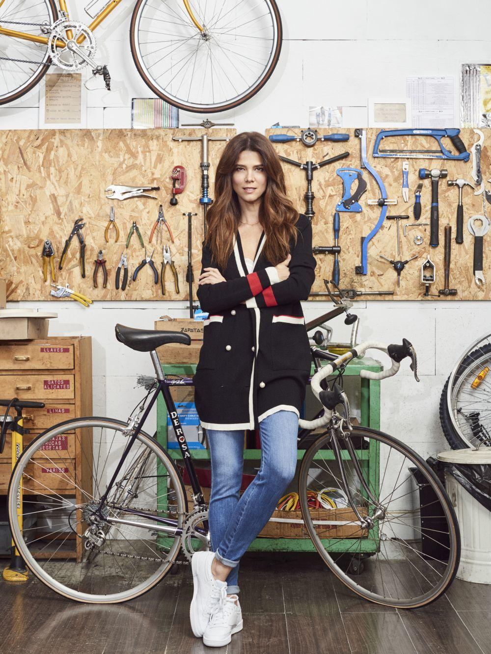 Juana Acosta en la tienda Viva Bicicletas.