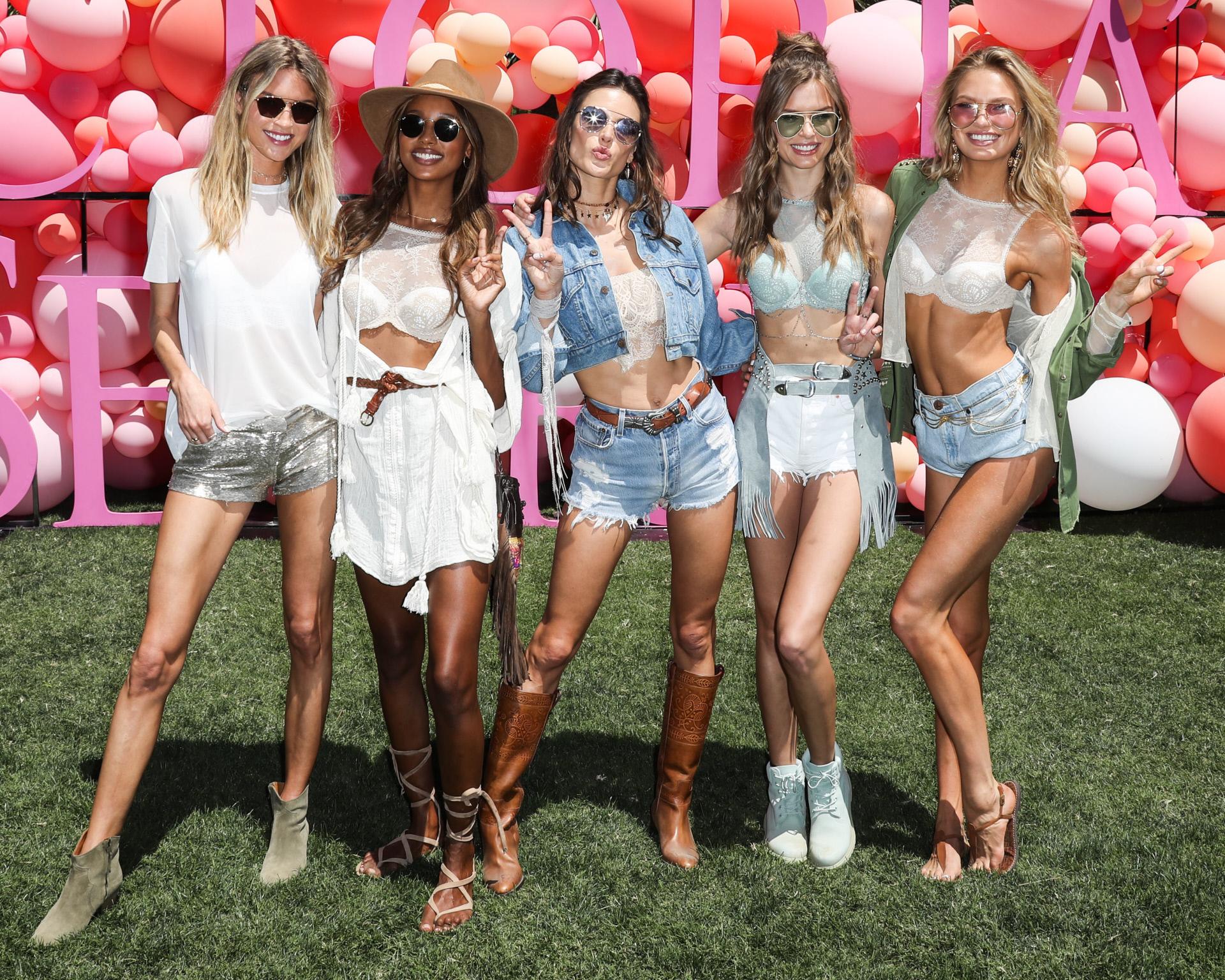 Las modelos de Victoria's Secret, encabezadas por Alessandra Ambrosio...