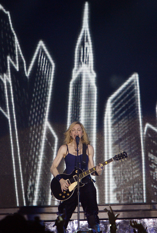 Madonna durante su actuación en 2006 en Coachella.
